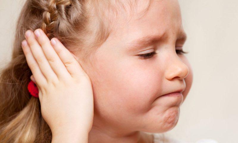 Болит ухо у ребенка: что делать и чем лечить? Фото - 1