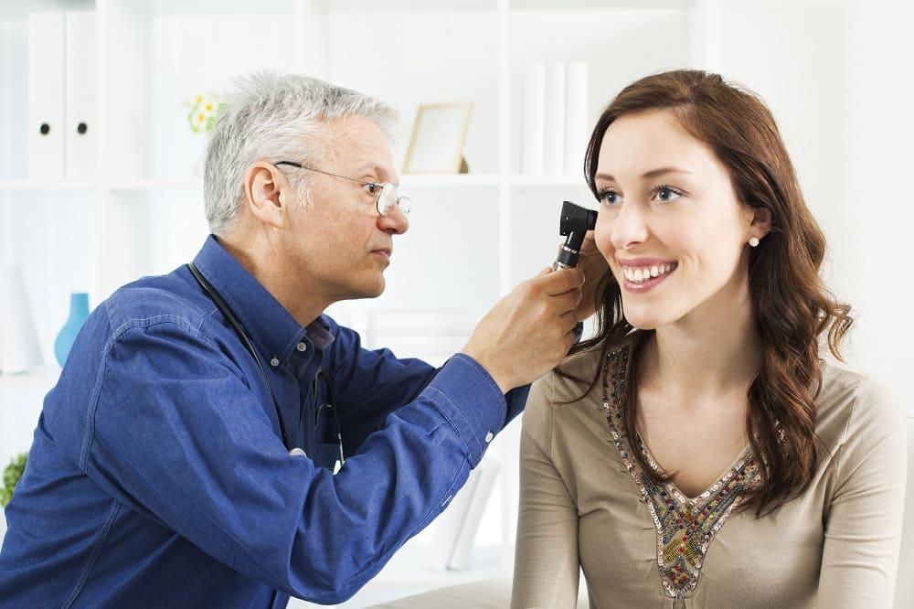 Отит среднего уха - как себя проявляет? - R+Medical Network